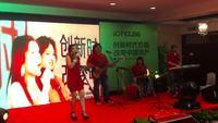 上海外籍菲律宾乐队(2)表演施勇